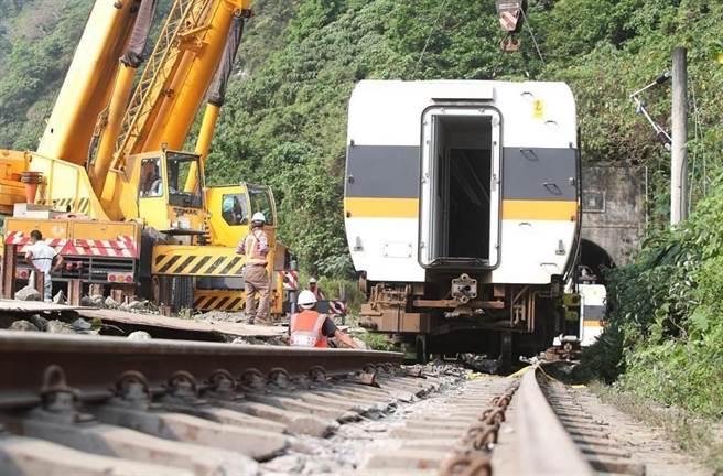 台鐵太魯閣號2日在花蓮撞上工程車發生重大出軌意外。(資料照)