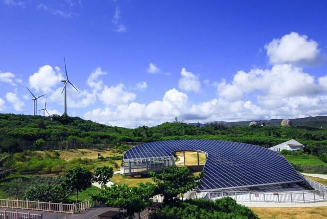 日本预计2年后排放福岛核废水,并扯出台湾核电厂也是排放入海。对此台电解释,确实厂内用水在检测后是排放到海中,但都是符合剂量法定值。重点是我们核电厂是营运中排放水,与福岛核子事故后排放水并不相同,不能这样比喻。图为南部核三厂。(台电提供)