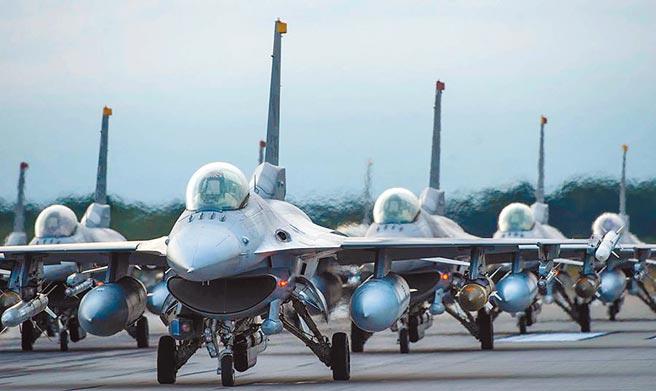 我向美方採購66架F-16V戰機,屬於四代半戰機,第1批交機是2023年。(摘自美國空軍官網)