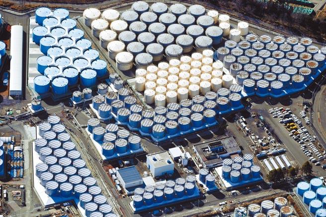 日本政府决定排放福岛核电厂事故废水。图为日本福岛核电厂储水槽。(路透)