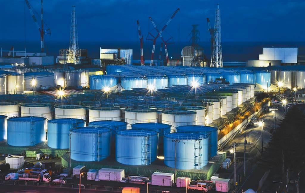 日本福島第一核電廠用來存放含放射性物質「核污水」的儲水槽,已面臨飽和壓力。(美聯社)