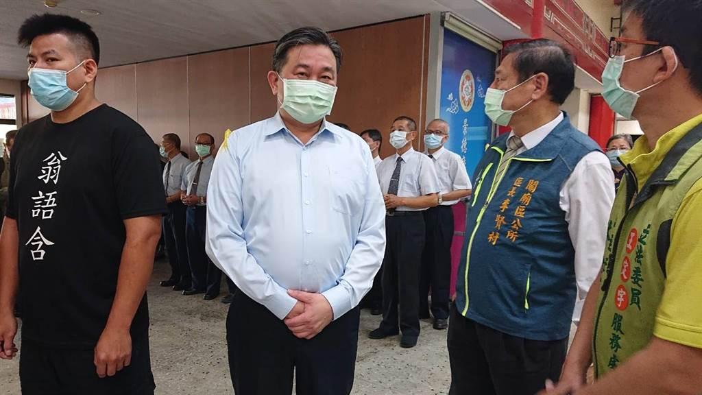 台南市立委王定宇服務處潑漆疑雲未解,他17日表示不認識潑漆的獸醫師。(程炳璋攝)