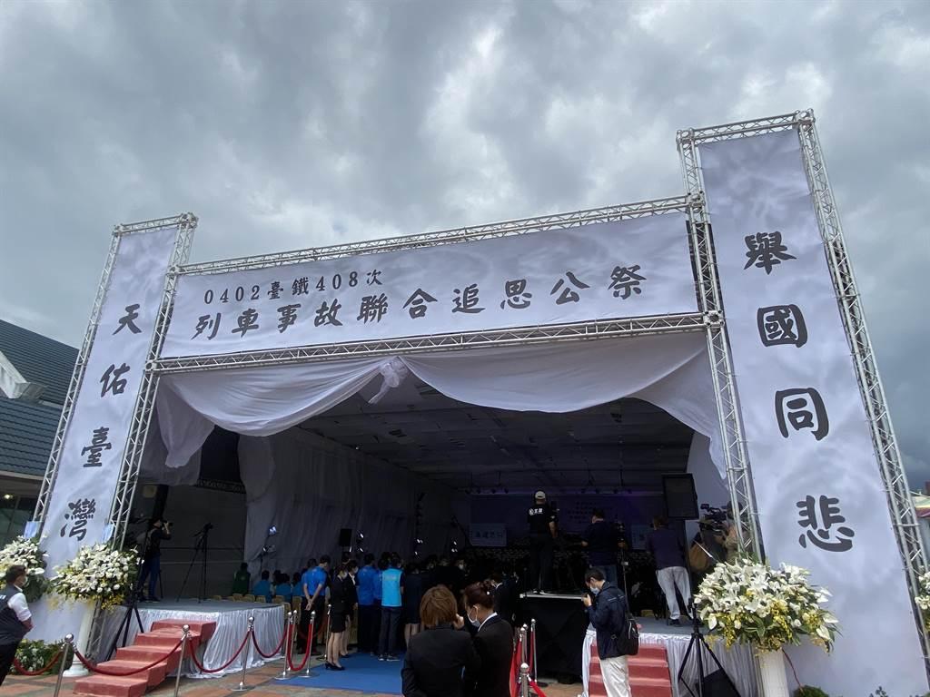 台鐵局太魯閣事故台東8名罹難者17日上午於台東市立殯儀館聯合公祭。(蔡旻妤攝)