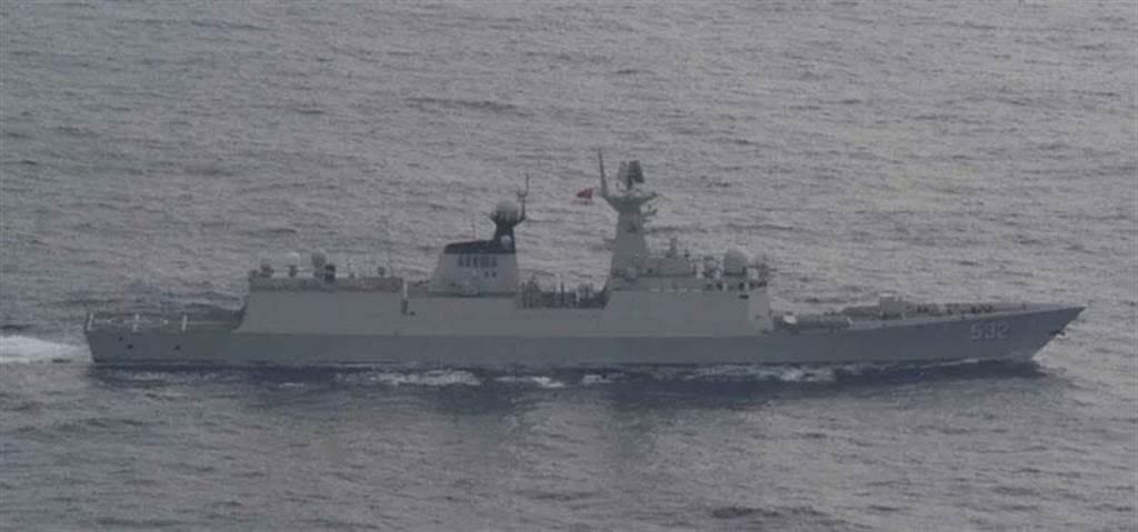 共軍054A型飛彈護衛艦荊州艦。(圖/日本統合幕僚監部)
