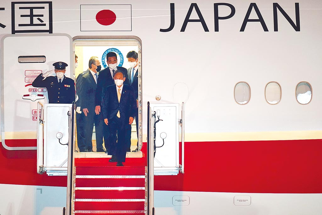 日本首相菅義偉搶到頭香,成為美國總統拜登上任以來接待的第一位外國領導人,他還宣稱,這次將朝著實現「自由開放的印太」向世界「展示日美的領導能力」。(美聯社)