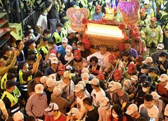 大甲媽披星戴月出彰化城了 數萬信眾參拜場面壯觀
