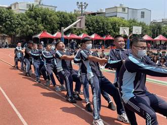 國軍特戰戰技助陣 致用高中校慶添光采