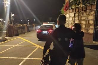 78歲失智老婦深夜溜出門 員警協助返家