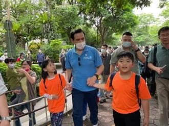 馬英九偕南投小學生參觀北市動物園 再次展現馬氏幽默