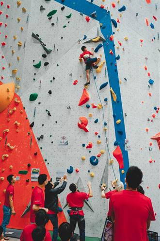 小小蜘蛛人 首屆衝鋒盃青少年攀登賽台中登場