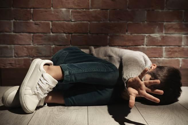 讓孩子性早熟的兇手藏在生活裡,常用到的紙杯、香氛洗劑竟然都是幫兇。(示意圖/Shutterstock)