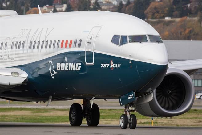 波音737MAX電力問題擴大,駕駛艙出現2處電力問題。(圖/shutterstock)