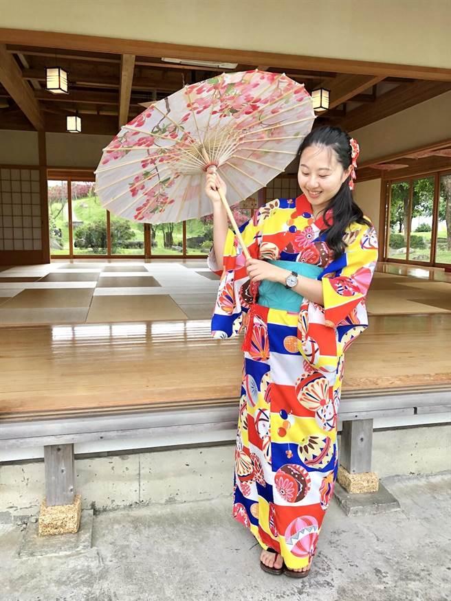 日式浴衣體驗讓人更融入在日式風情中。(何書青攝)