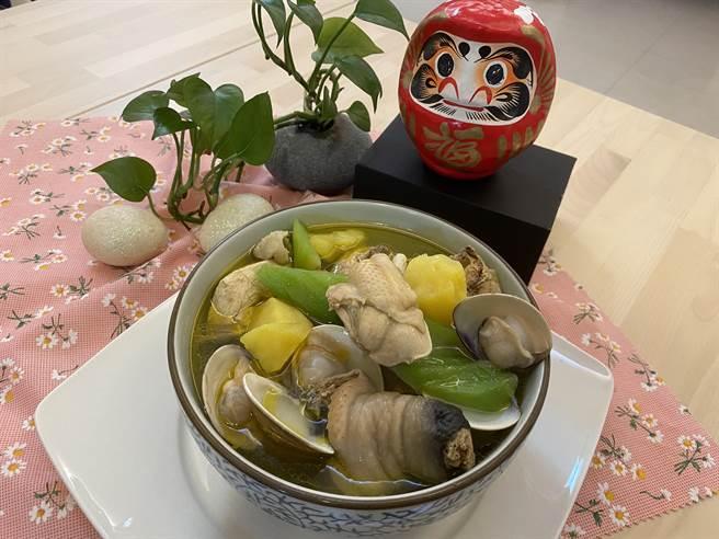 線上評比第一名「刈菜蛤蜊雞湯」。(中華民國養雞協會提供)