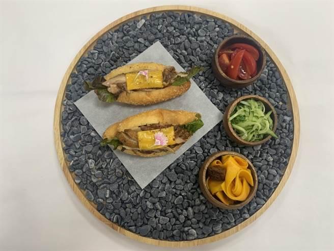 網路人氣票選冠軍 「燒雞營養三明治附三色鮮蔬」。(中華民國養雞協會提供)