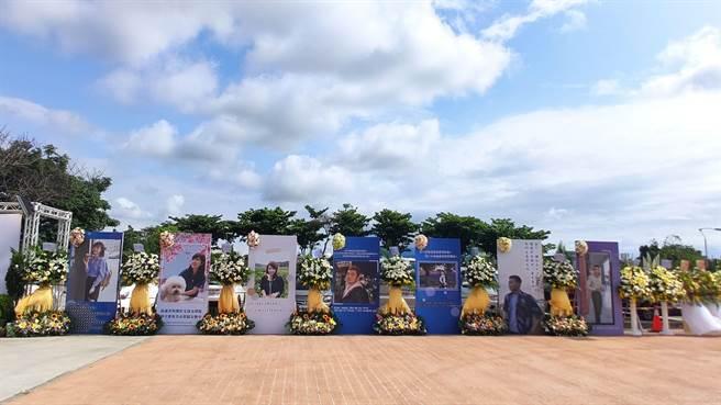 台鐵局太魯閣事故台東8名罹難者17日上午於台東市立殯儀館聯合公祭,罹難者平均年齡僅29歲,一張張遺容都懷抱著來不及實現的夢想。(蔡旻妤攝)