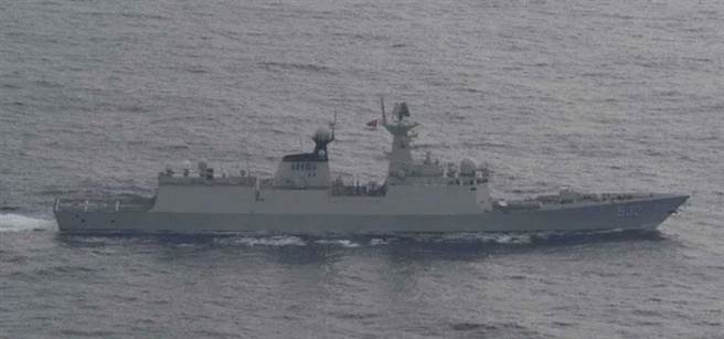 共军054A型飞弹护卫舰荆州舰。(图/日本统合幕僚监部)
