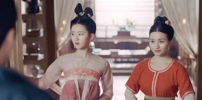 陳沐琳(右)真面目讓粉絲震驚。(取自微博)