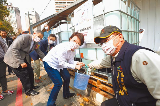台中市府盤點65處工地,在乾旱期間提供水資源給產業界與民眾取水。(盧金足攝)