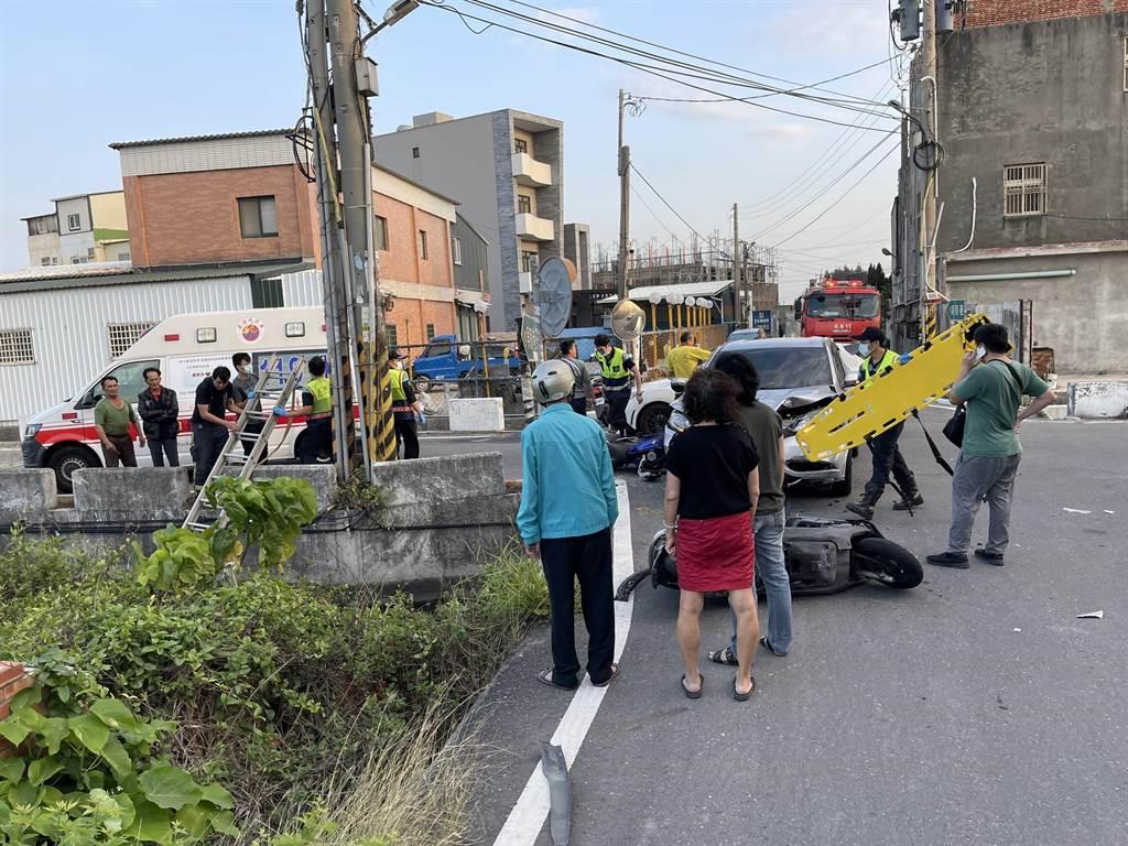 轎車和3台機車相撞,1名騎士落水,彰化縣消防局第三大隊出動救援。(彰化縣消防局第三大隊提供/吳敏菁彰化傳真)
