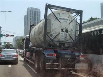 科技大廠簽約包車載水 台灣大道水車忙於載水
