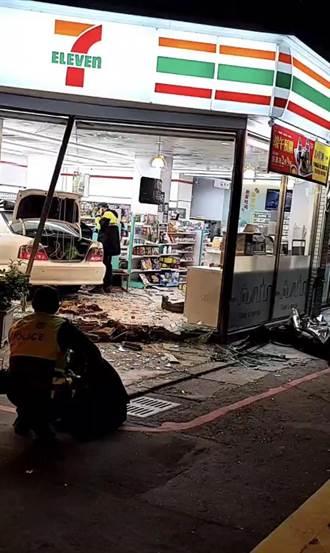 新竹男疑拒檢駕車衝入超商 現場驚現慘烈大洞