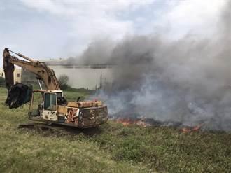 大園西濱旁營造工廠竄大火 廠房全面燃燒消防急搶救
