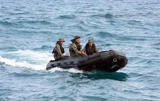 【飛官尋獲】礁岩縫找到潘穎諄 官兵列隊喊:任務結束、回家了
