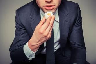 為贏758元連吞50顆雞蛋 男吃到第42顆就倒地下場慘
