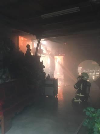 枋山一處宮廟大火 現場爆竹聲不斷