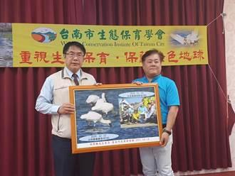 鳥友胡榮顯找到治癒後T85黑琵 黄偉哲表揚