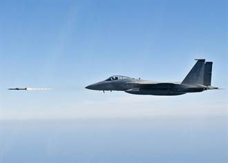 美軍F-15測試最新AIM-120D飛彈 號稱打破射程紀錄