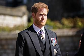 返英奔喪被王室冷對 葬禮小動作洩哈利真實情緒
