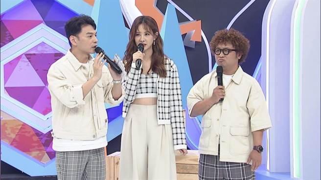 阿Ken(左起)、安心亞、納豆主持《同學來了》。(中天綜合台提供)