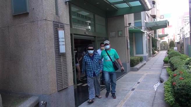 警方破獲陳姓藥頭位在苓雅區大樓的毒窟。(柯宗緯翻攝)