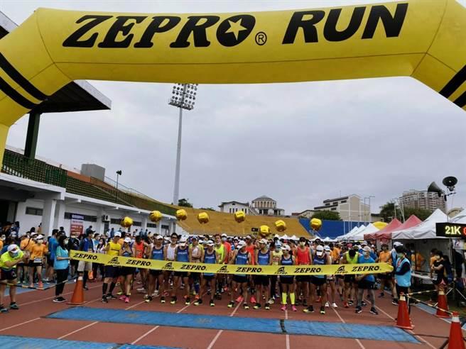 「2021 ZEPRO RUN 全國半程馬拉松-台中場」豐原熱情起跑。(台中市政府提供)