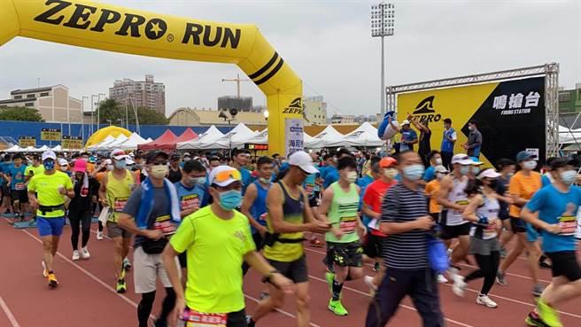 超過4千名跑者踴躍參加。(台中市政府提供)