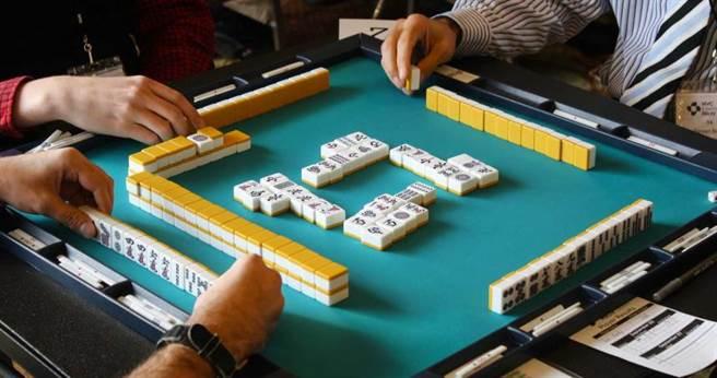 男子徹夜與牌友打牌,隔日因為身體不是猝死,結果家屬狀告3名牌友。(示意圖/PIXABAY)