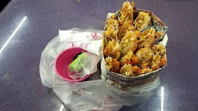 嘉义一名男子向餐厅老板订了700元的烤虾,10多分钟后却改变主意取消,但老板已将餐点做好,该男子不愿买单外,还呛老板「你硬要咬着不放试试看」。(图取自爆怨2公社)