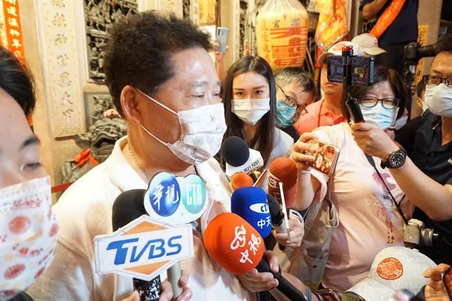 大甲鎮瀾宮副董鄭銘坤表示起駕當天有40萬人參與,9天8夜期間總參與人次有4、500萬人。(黃國峰攝)
