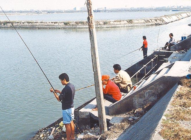 雲林縣政府爭取上千萬元經費設置2處釣魚平台,發展海洋休閒經濟。(本報資料照片)
