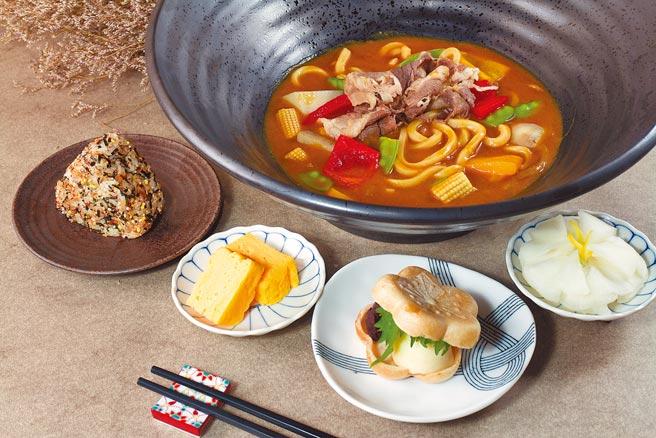 微風南山「本川製麵所」牛(豬)野菜咖哩烏龍,日式咖哩選用多樣蔬果與辛香料燉煮,480元。(微風提供)
