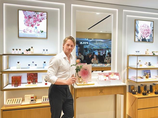 男神法比欧挑选玫瑰香调作为母亲节礼物。(MFK提供)