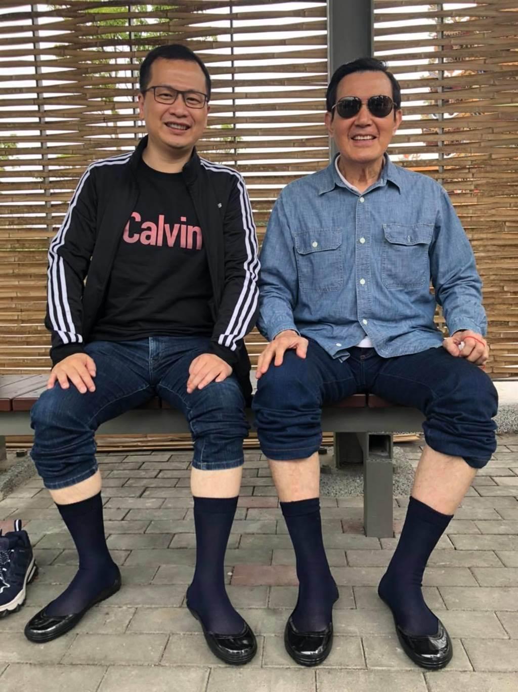 羅智強(左)、馬英九重返彰化芳苑的濕地。(圖/摘自羅智強臉書)