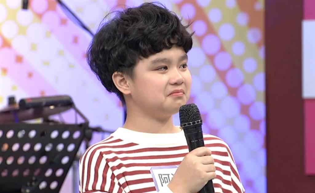 《小明星大跟班》陳國華兒阿滴咕訴爸偏心哭了。(圖/中天綜合台提供)