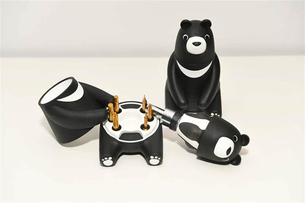 中鋼今年紀念品為熊愛台灣棘輪起子工具組,外觀採用可愛的黑熊造型設計,不少網友關心今(19日)買來不來得及。(中鋼提供)