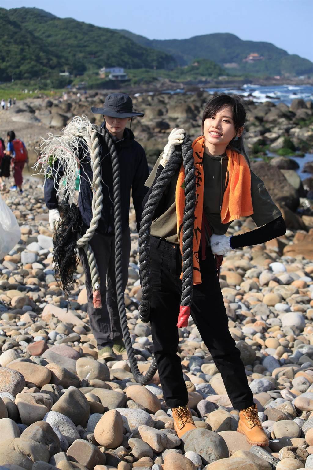 吳汶芳邀粉絲一起參與淨灘活動。(聲勢文創娛樂提供)