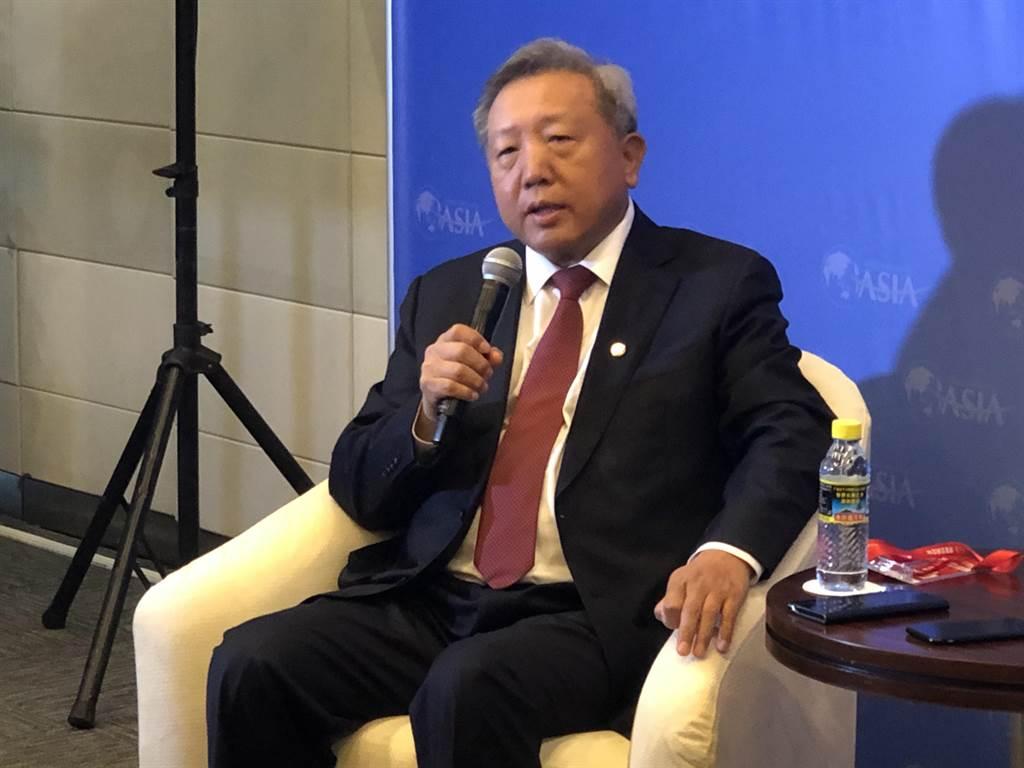 中國人民大學前副校長、中國資本市場研究院院長吳曉求在博鰲亞洲論壇2021年會媒體見面會上受訪。(許依晨攝)
