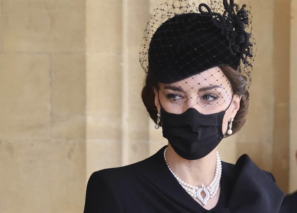 劍橋公爵夫人凱特4月17日在溫莎城堡(Windsor Castle)內出席菲立普親王的葬禮。(美聯社)