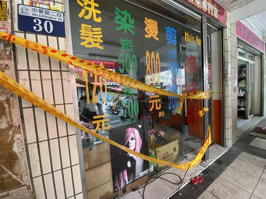 台中市中華路1棟透天民宅深夜失火,3童喪身火窟,現場拉起封鎖線。(陳淑芬攝)